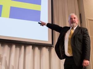 """Colin Moon pekar med stor precision ut vad som är """"typiskt"""" svenskt."""
